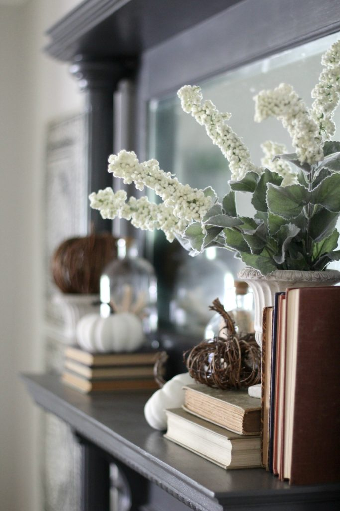 A Simple Mantel For Fall