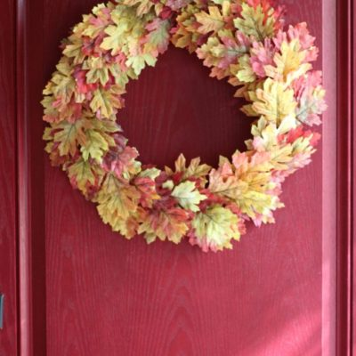 An Easy & Full Fall Leaf Wreath