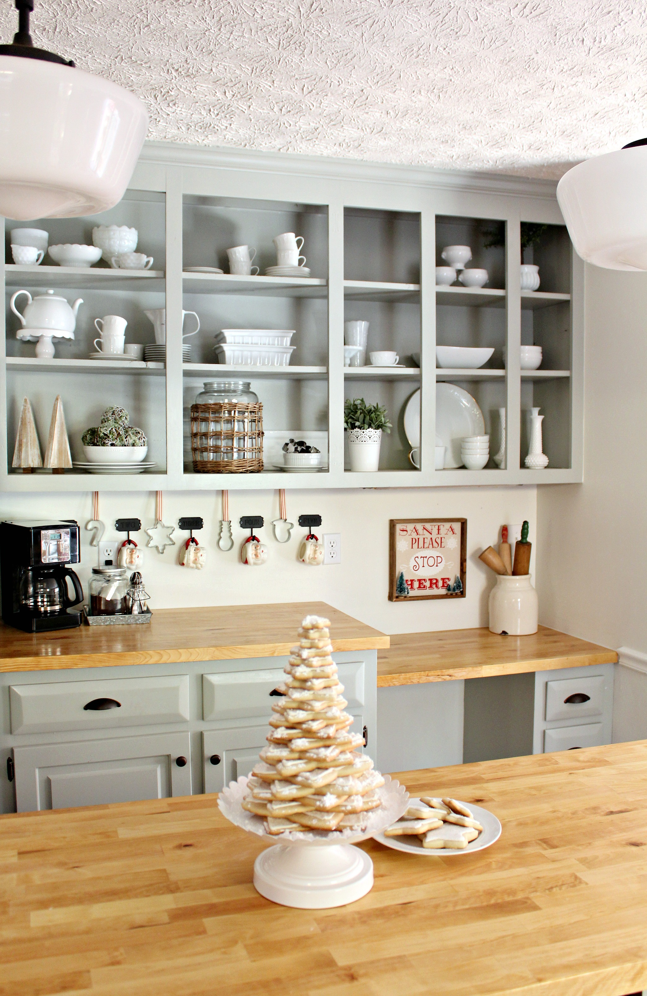 Christmas Colonial Kitchen