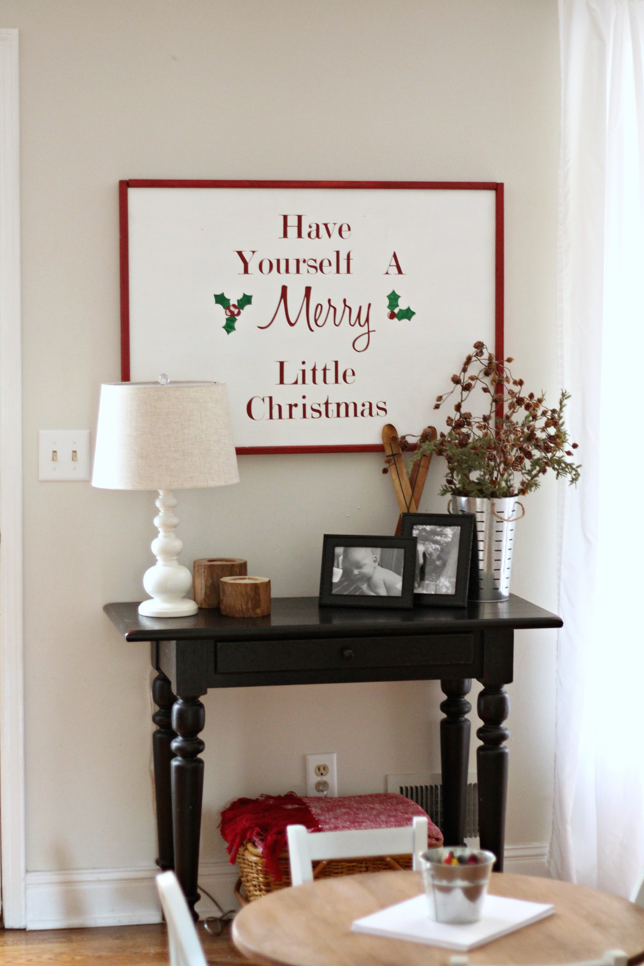 Christmas Colonial Family Room