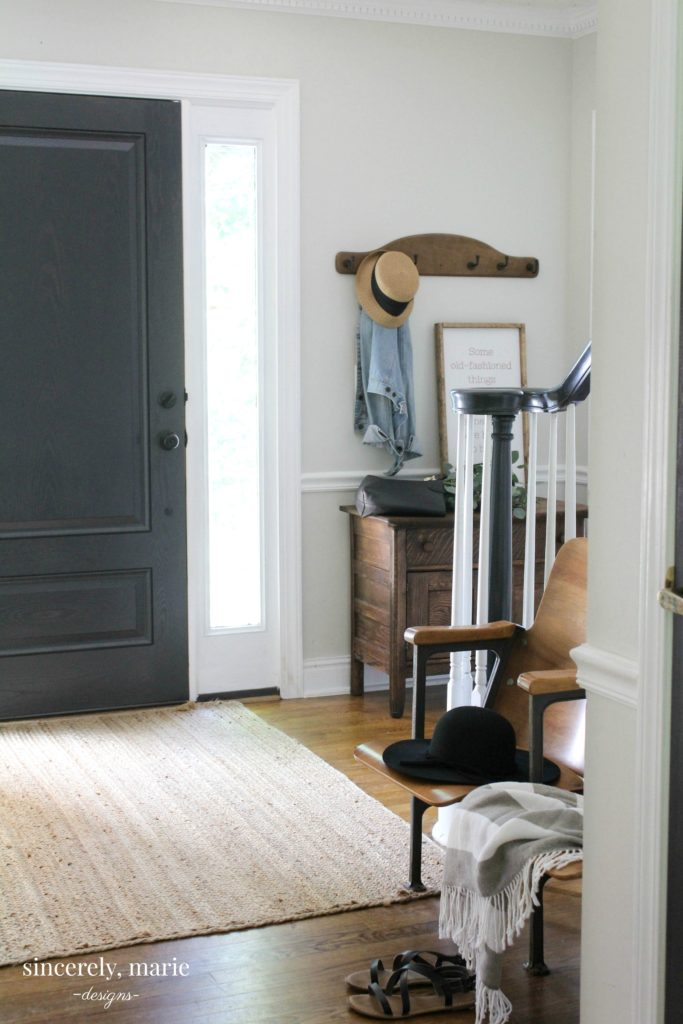 Effortless Summer Entry Way
