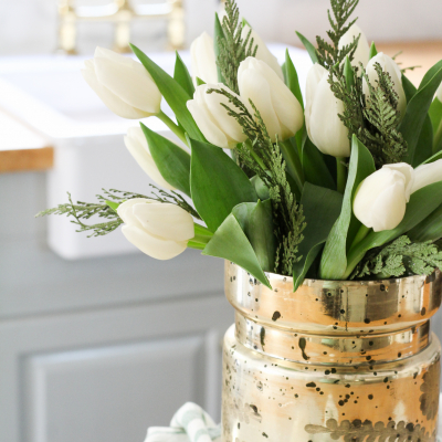 An Easy & Inexpensive Winter Floral Arrangement
