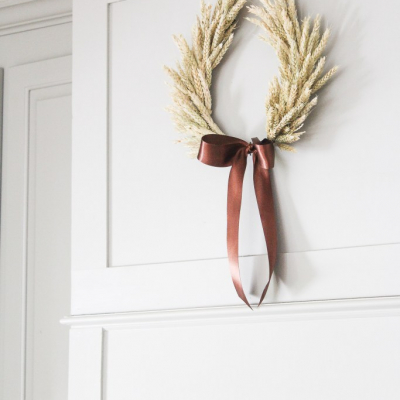 A Fall Wheat Horseshoe Wreath Tutorial