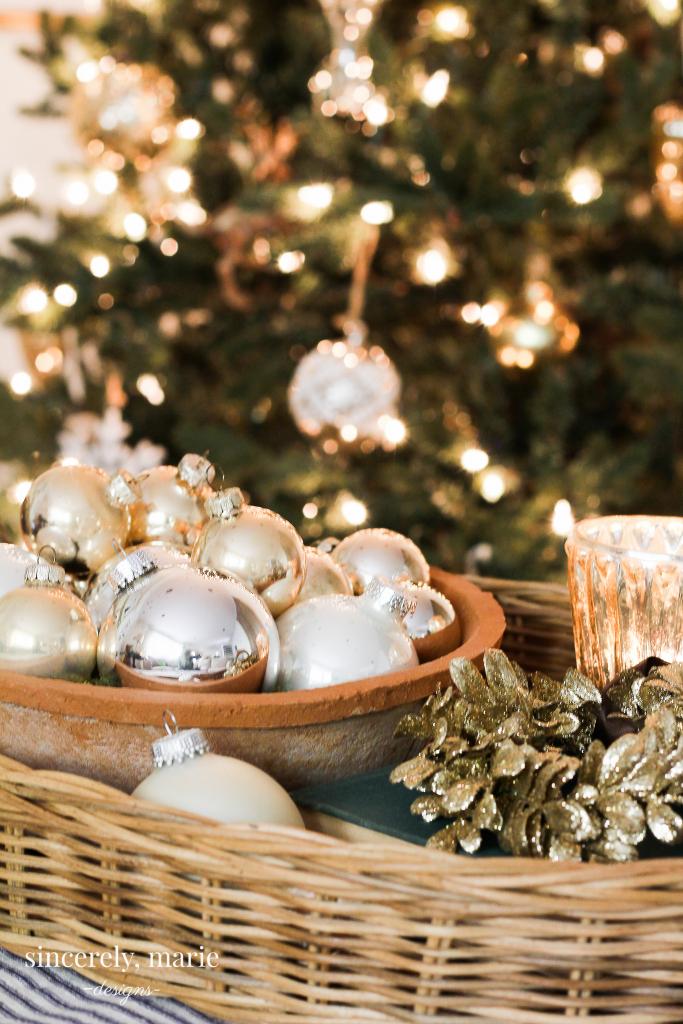 DIY Mini Gold Wreath Ornaments