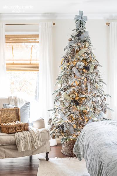 Snowy Christmas Bedroom